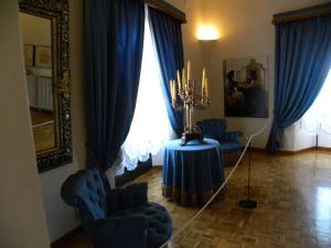 Gala Dali's Bedroom *